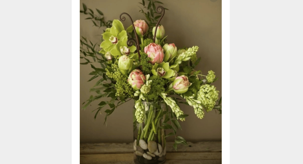 Dramatic Hydrangea and Ranunculus - image 1 - student project
