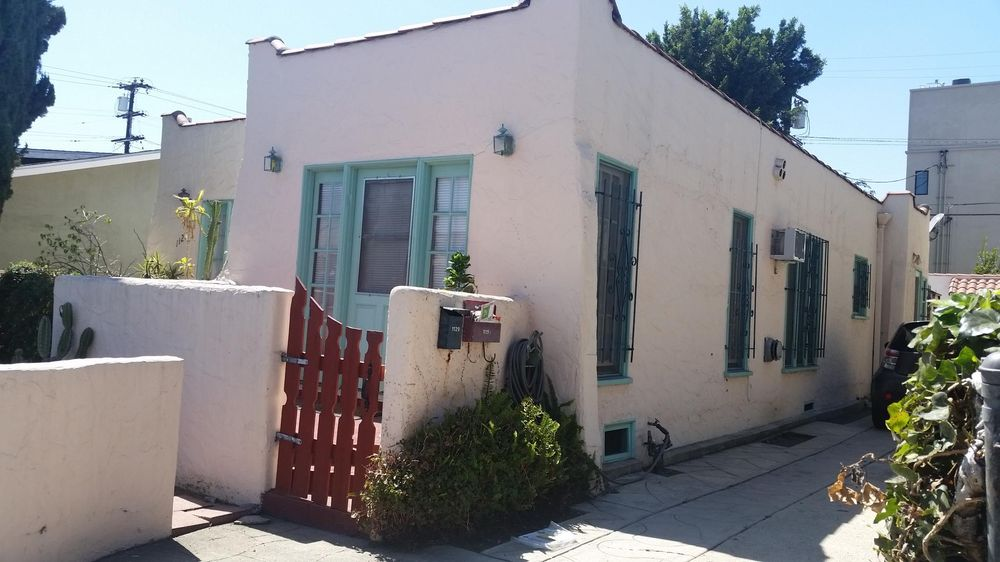 The Cutest House in West Hollywood - image 1 - student project