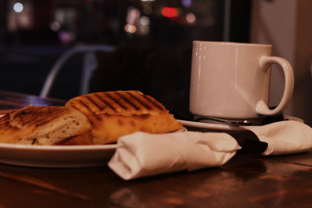 Nighttimes are for coffee breaks. - image 3 - student project