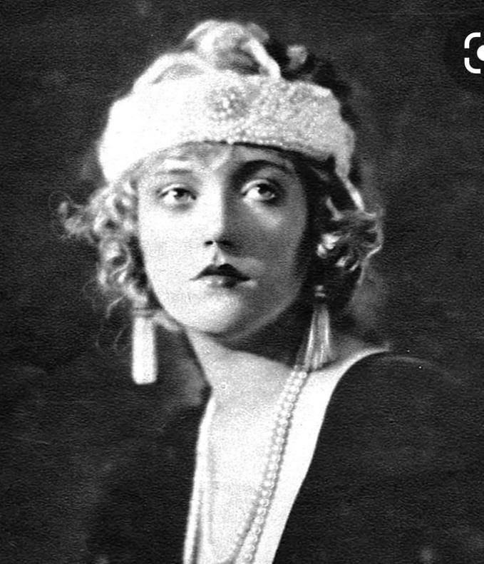1920's portrait - image 1 - student project