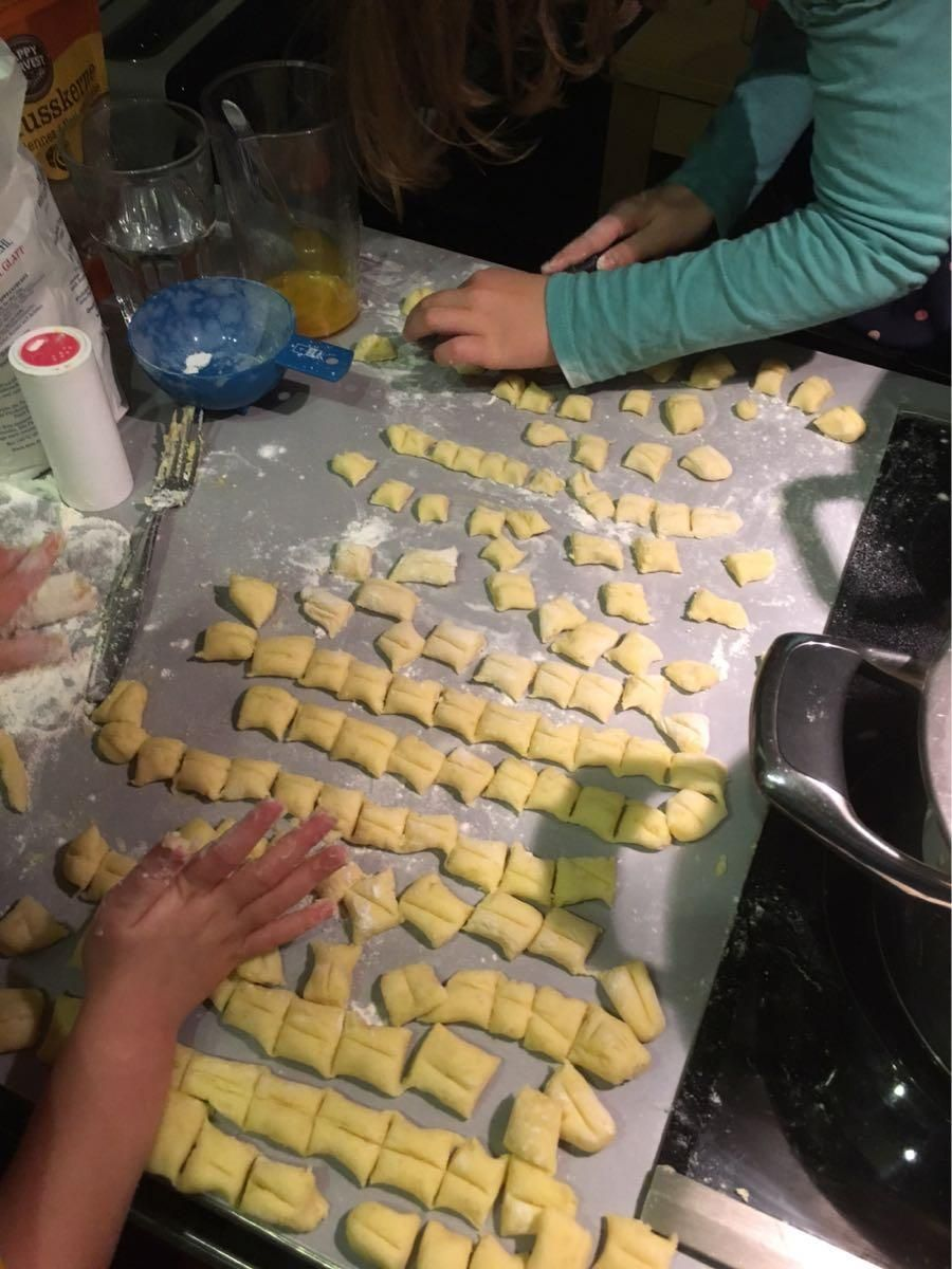 Children had fun rolling gnocchi, I had fun cleaning the kitchen;) - image 2 - student project