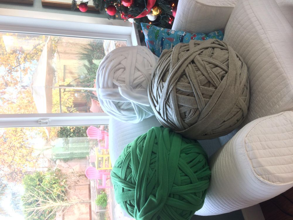 Christmas-time Family Knitting - image 1 - student project