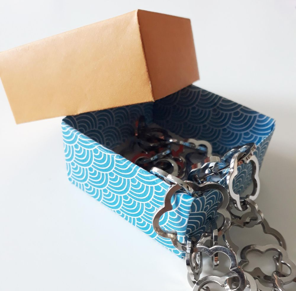Useful Origami Box (^^) - image 2 - student project
