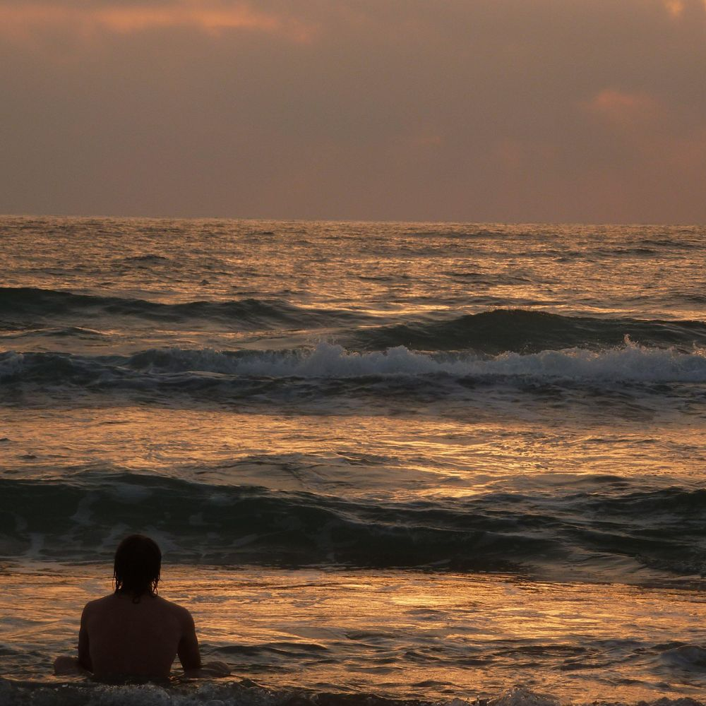 Sunset in Tel Aviv: As the sun sets, it's time for reflection on thoughts, fun with friends and one more nice walk with family. Live it!! - image 3 - student project