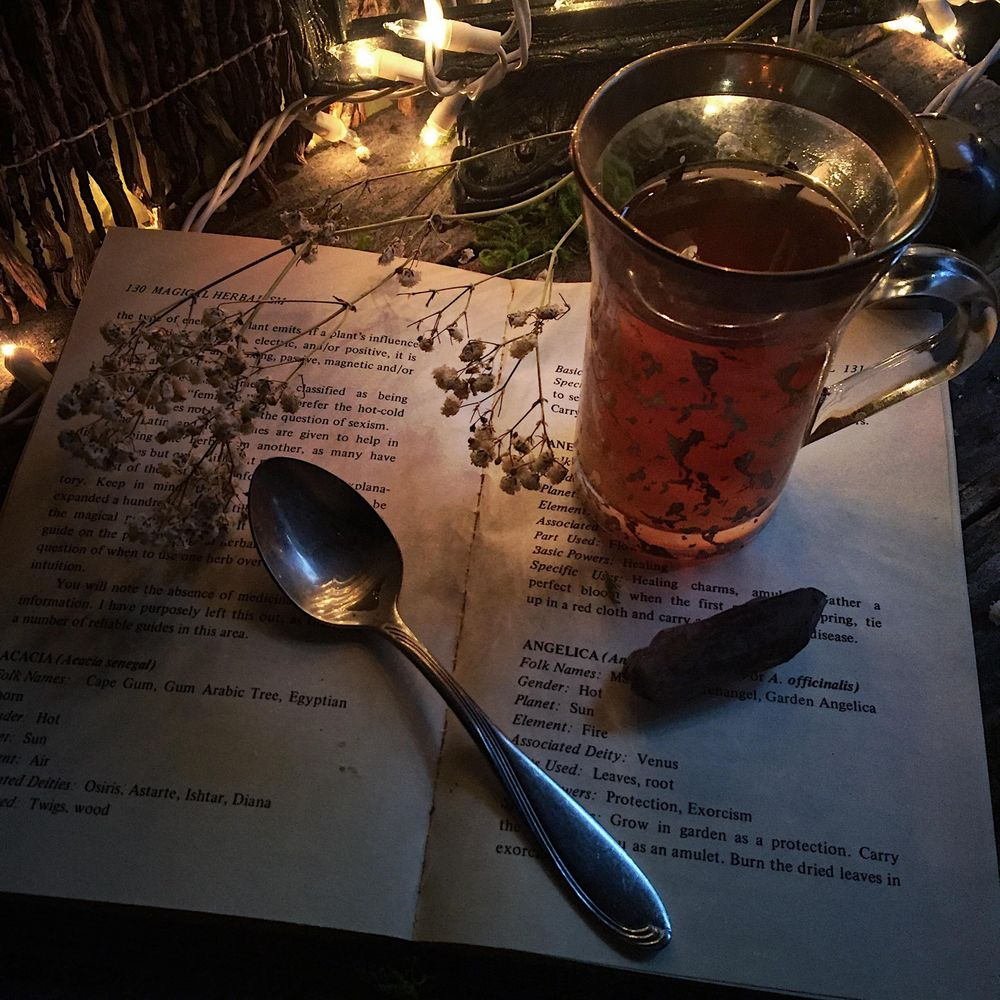 A Cup of tea and tarot - image 1 - student project