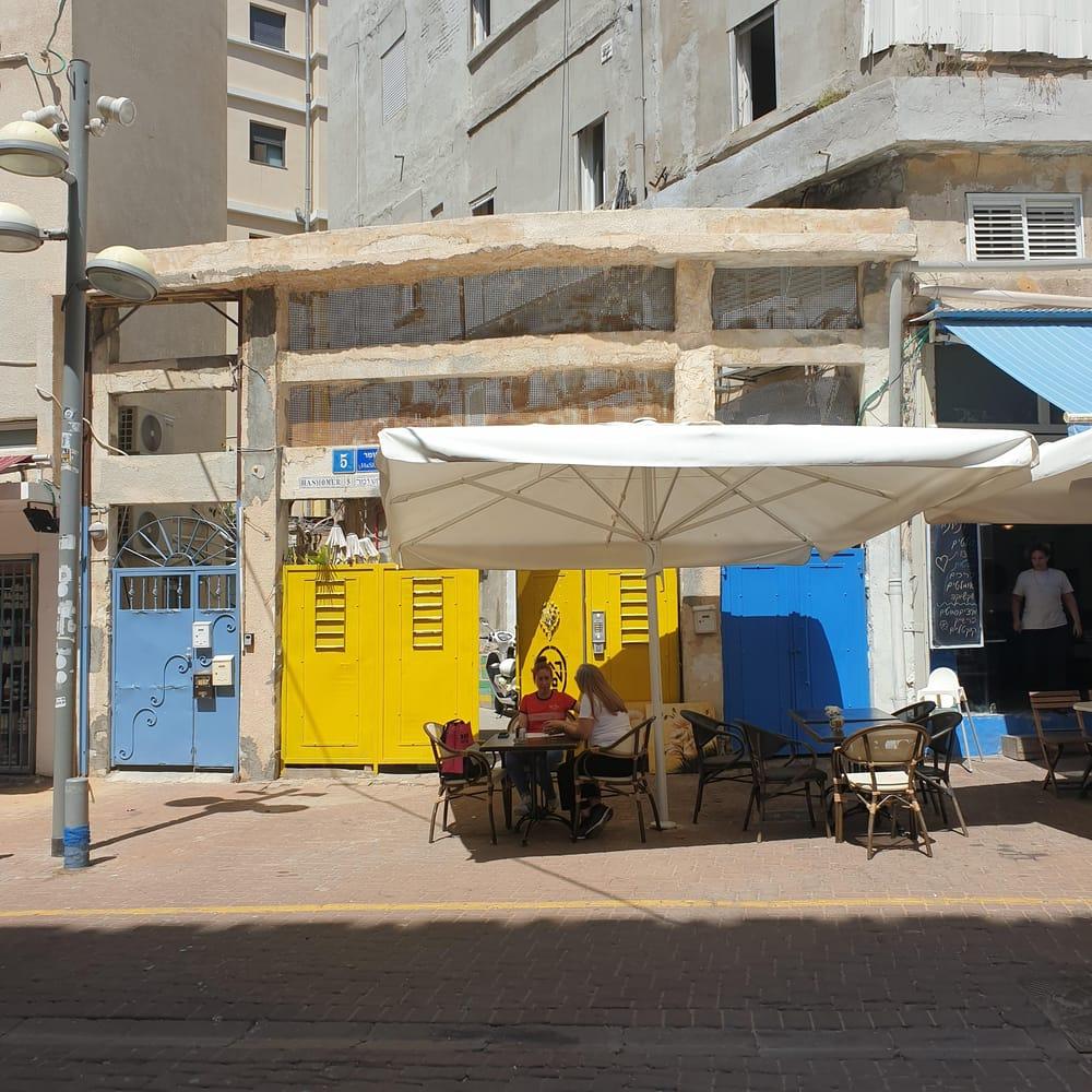 A bright door in Tel Aviv - image 1 - student project
