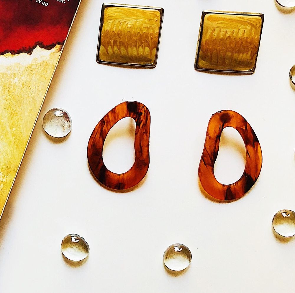 #Books&Earrings - image 3 - student project