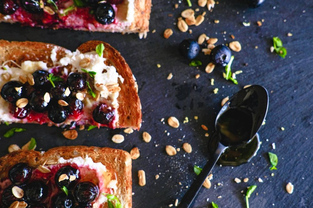 Roasted blueberry with honey & ricotta - image 1 - student project