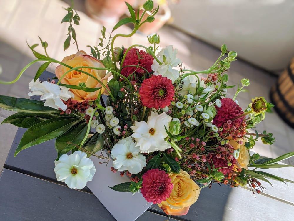 Artful Florals: Advanced Techniques for Centerpiece Design - image 1 - student project