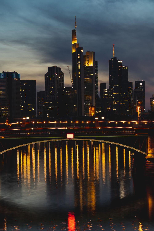 Night walk in Frankfurt - image 1 - student project