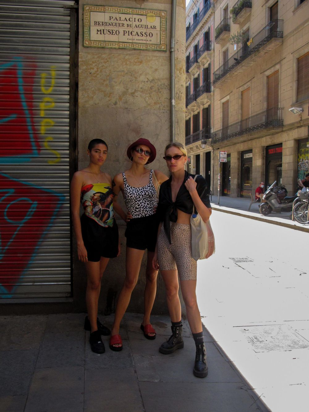 Street Fashion Barcelona (@adoquinculture) - image 2 - student project