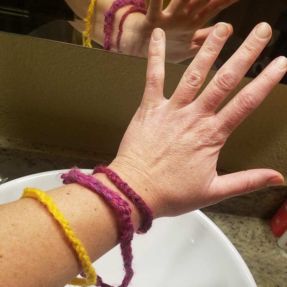 finger crochet bracelet love - image 1 - student project