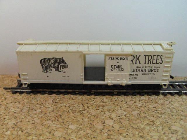 Bachmann Model Trains: Label Design  - image 5 - student project