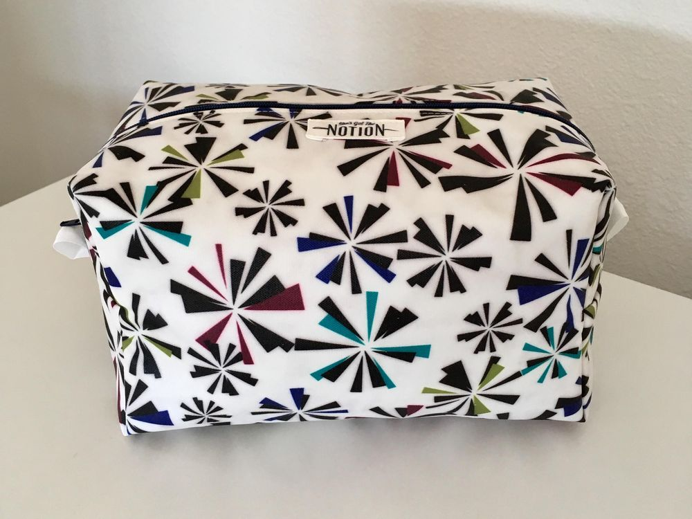 Toiletry Bag with Oil Cloth - image 2 - student project