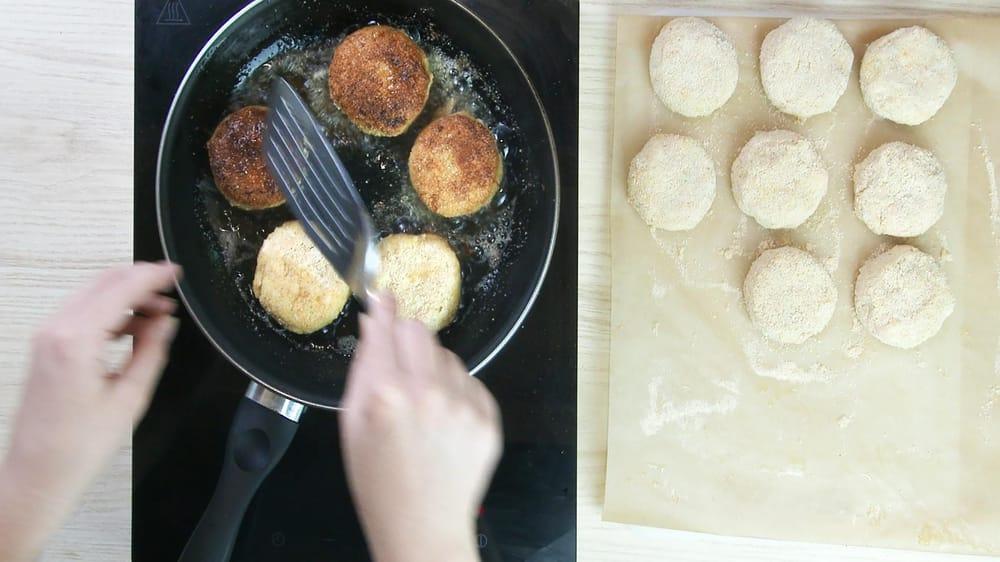 Shrimp cakes with mango chutney - image 3 - student project