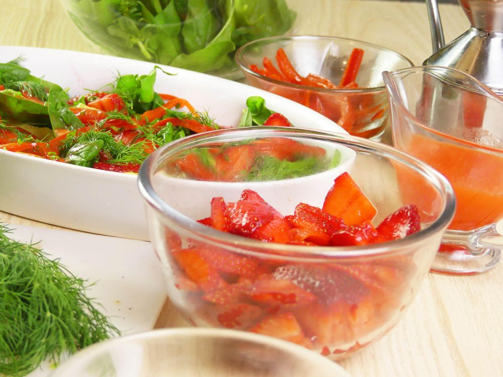 Strawberry and Avocado Salad with Baby Spinach and Dill - image 4 - student project