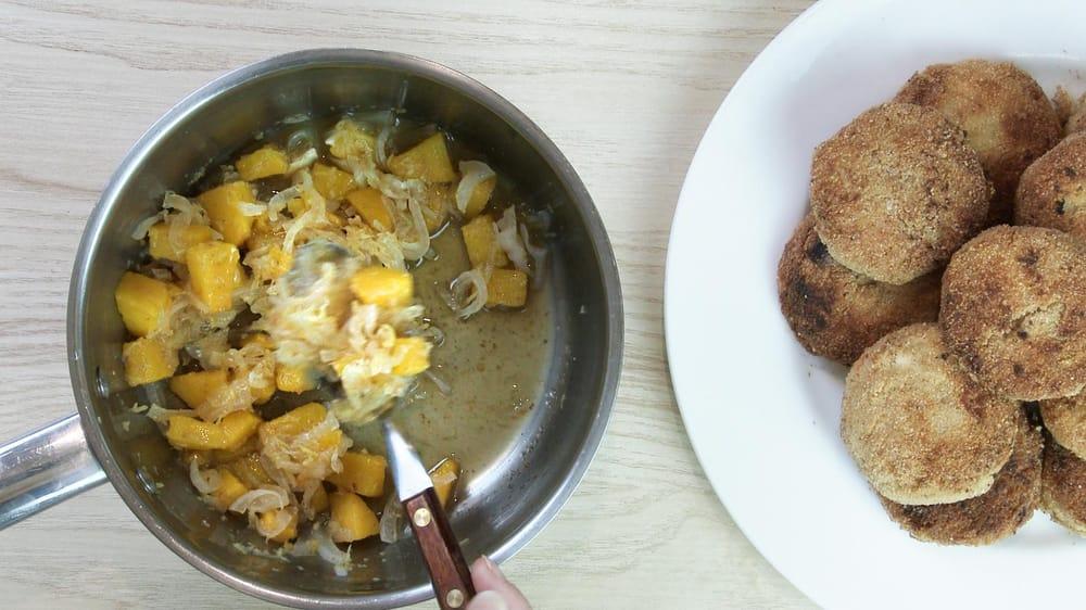 Shrimp cakes with mango chutney - image 4 - student project