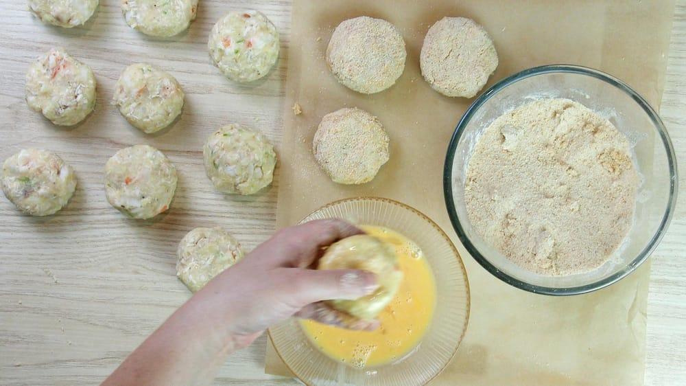 Shrimp cakes with mango chutney - image 2 - student project