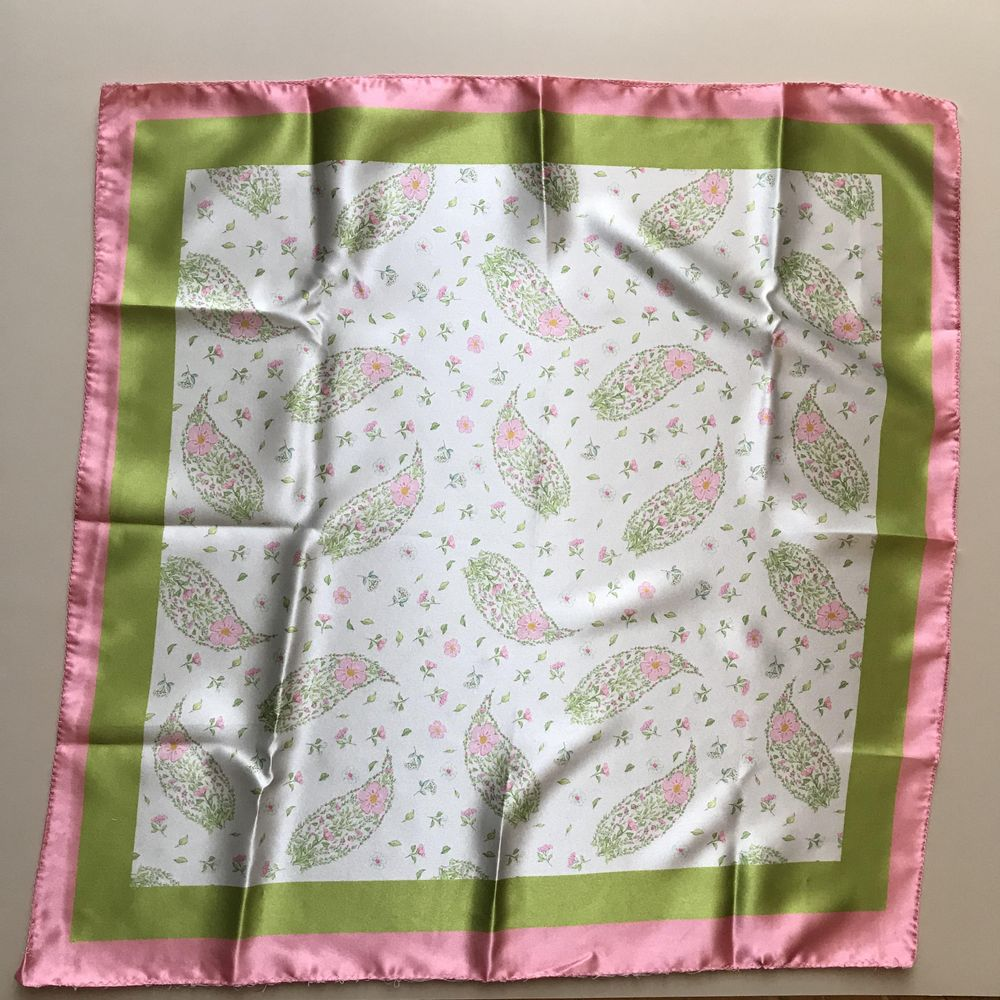 Petit carré floral/paisley scarf - image 1 - student project