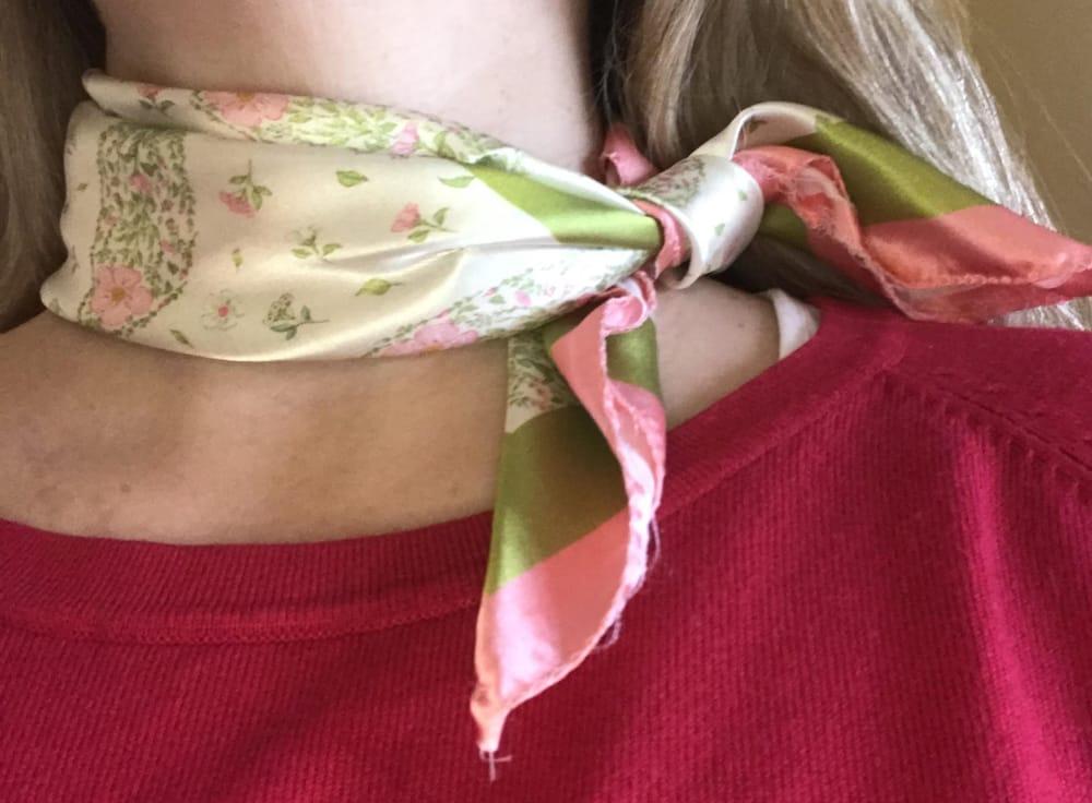 Petit carré floral/paisley scarf - image 2 - student project