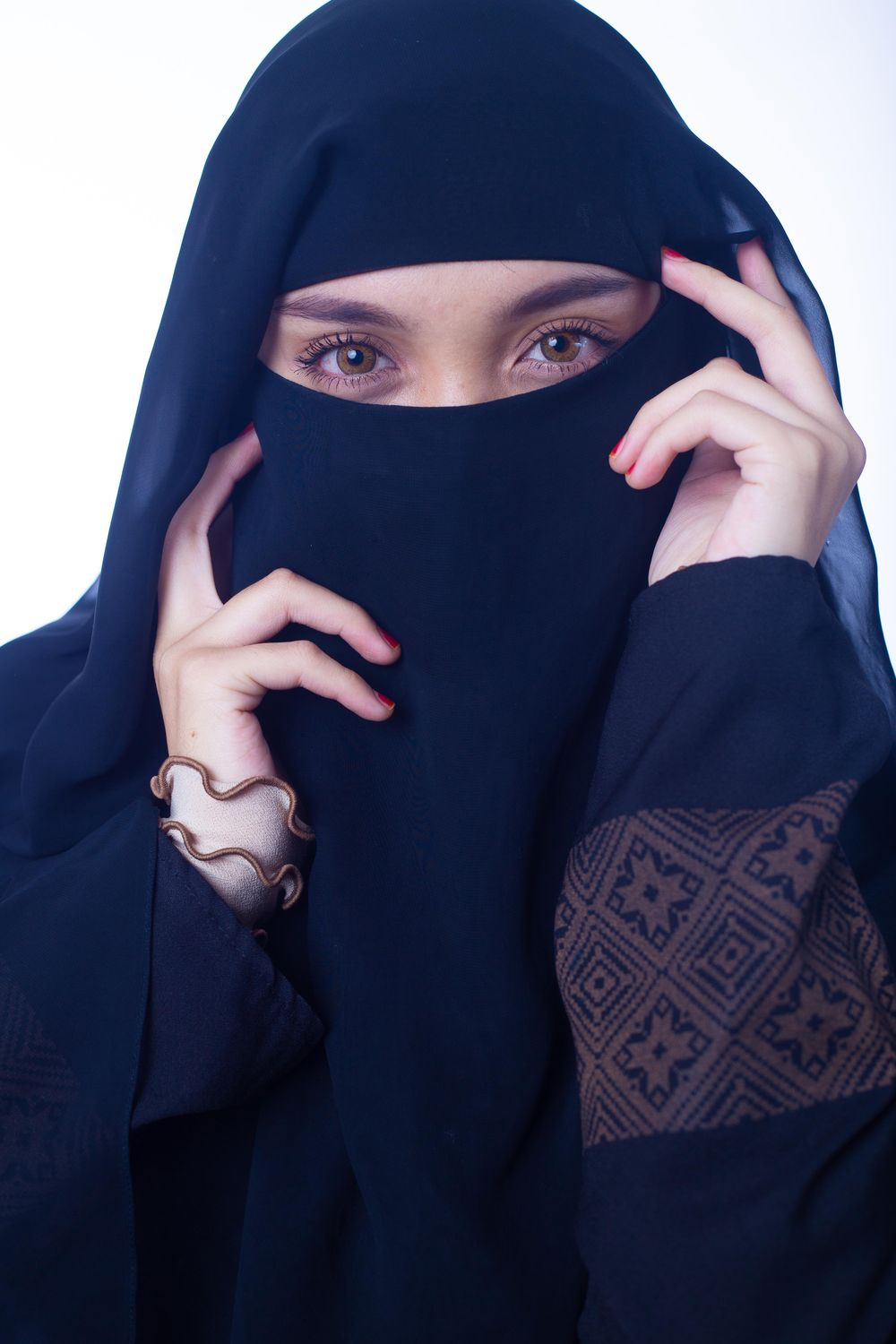 Women in Niqab - image 1 - student project