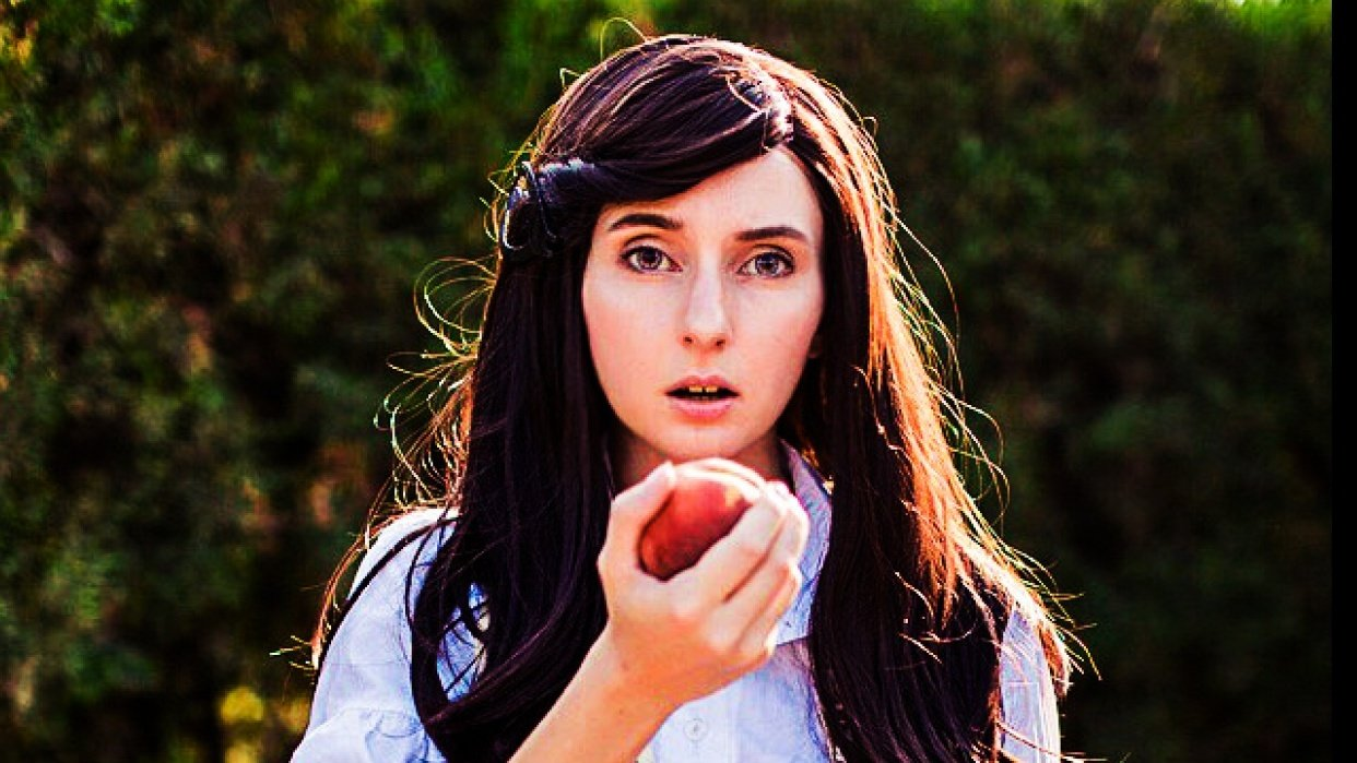 Woman eating a apple - student project
