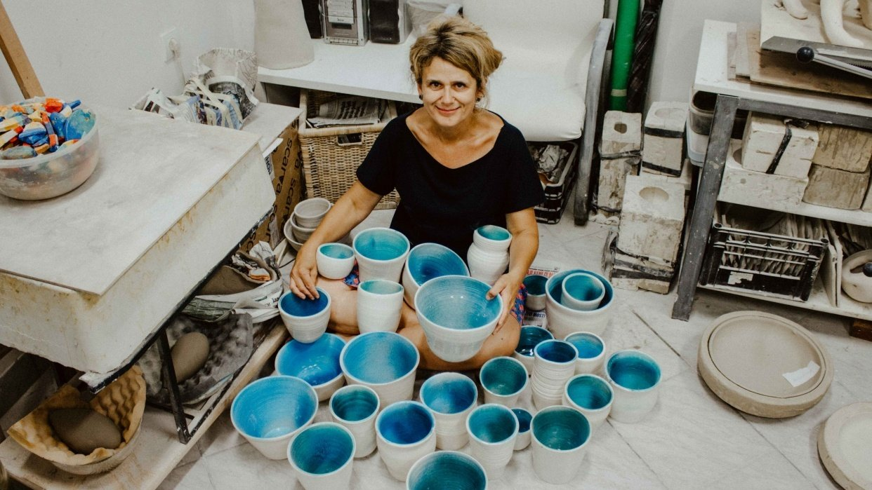 Hands full of pots - student project