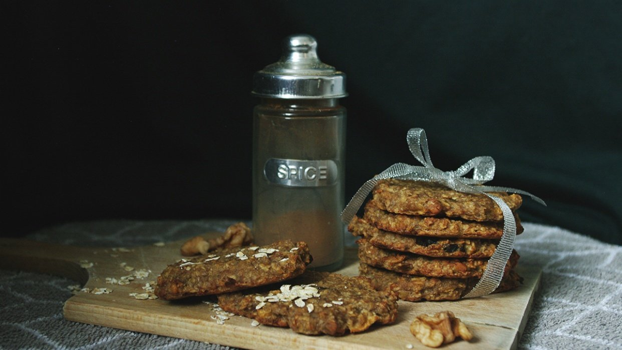 Oat flakes cookies and persimmon - student project