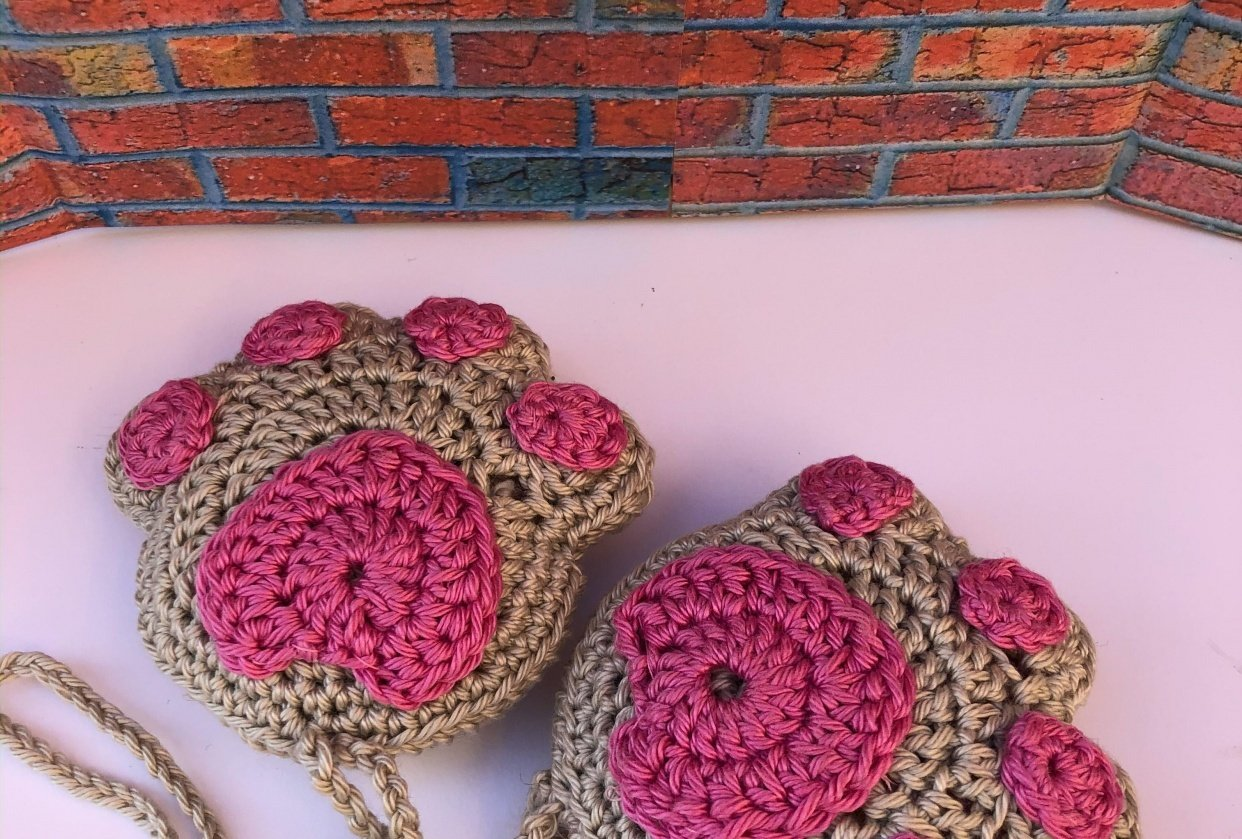 CROCHETTED CAT PAWS - student project