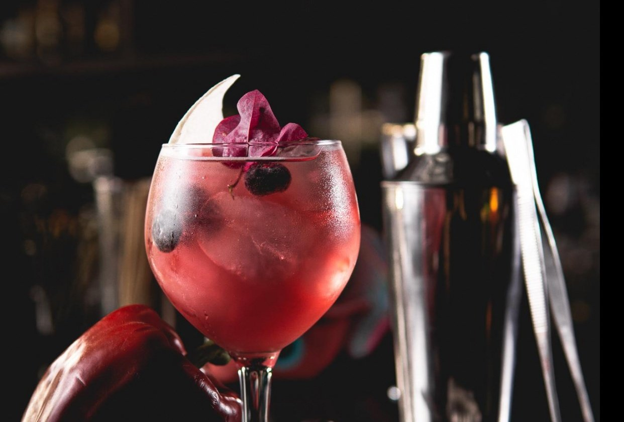 Same drink, 3 edits by @raulgardunofotos - student project