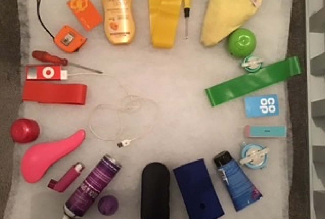 Colour wheel in objects - student project