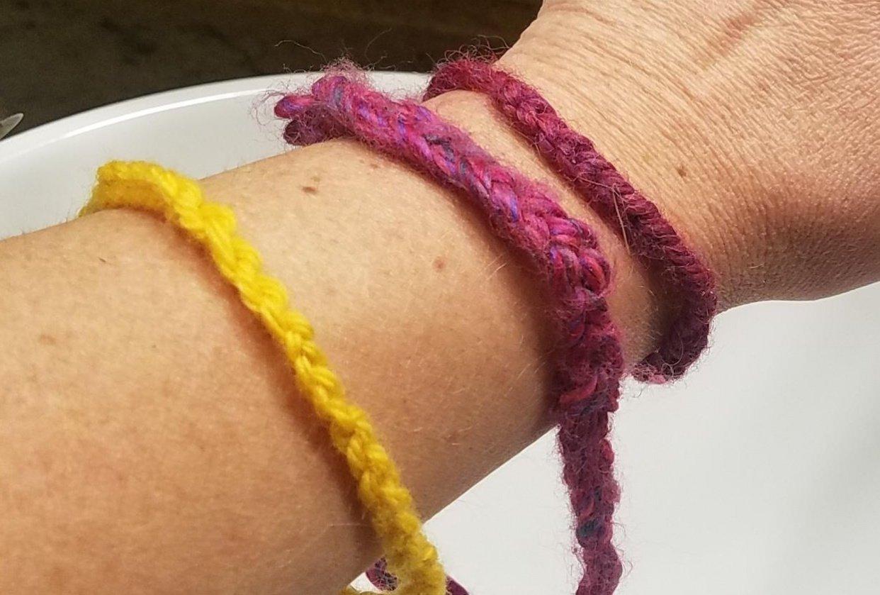 finger crochet bracelet love - student project
