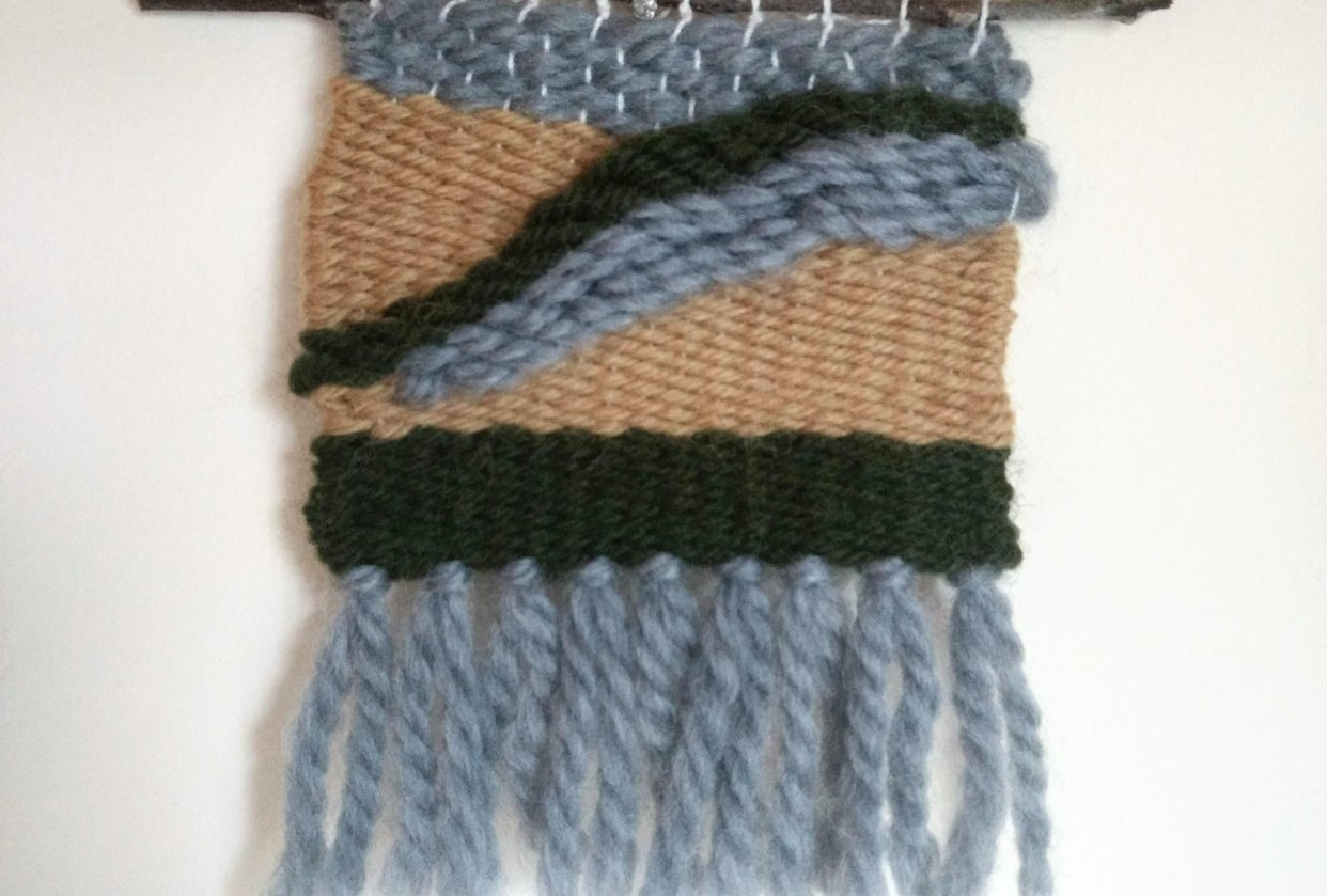 Using the soumak braid stitch in weaving - student project