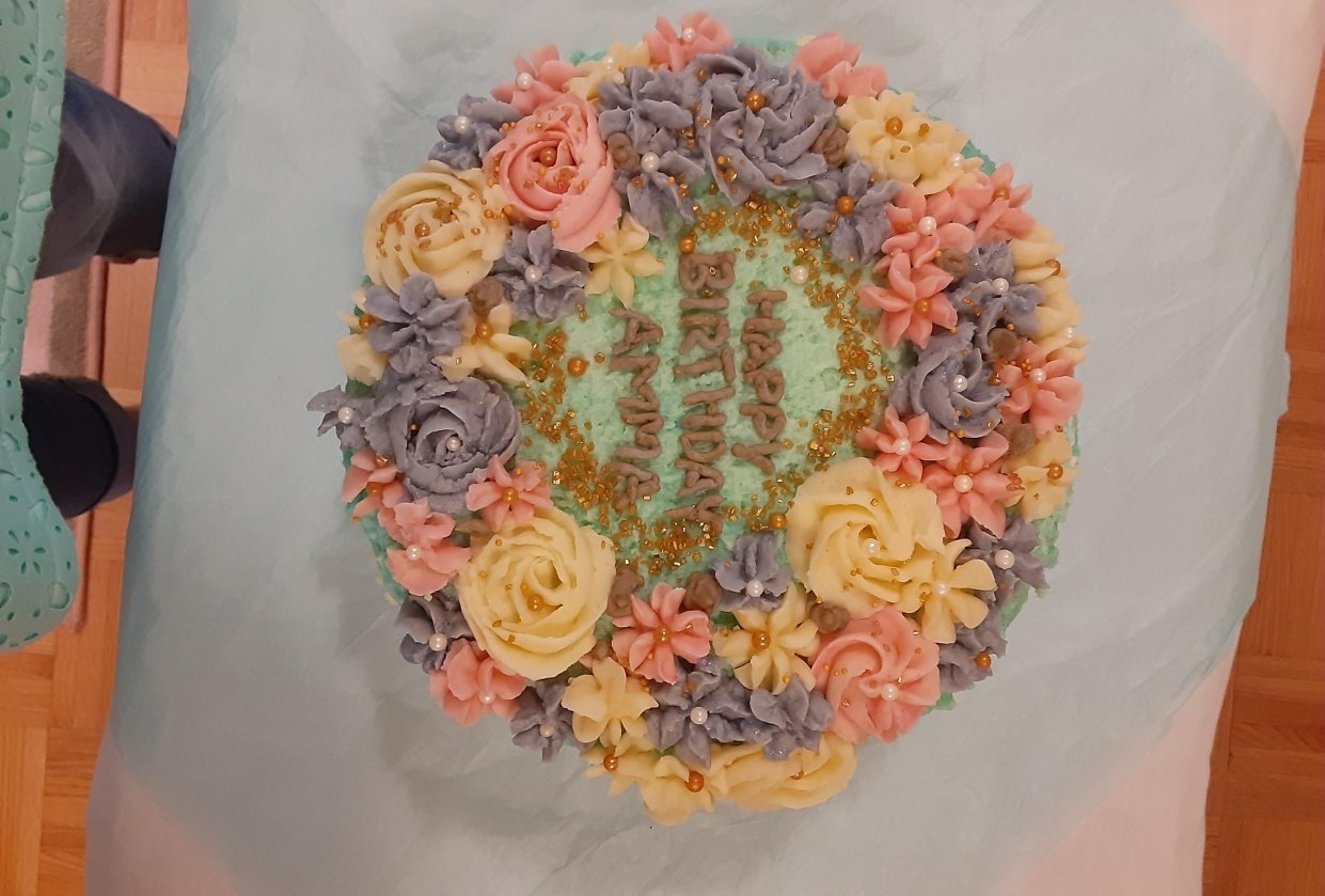 Floral birthday cake - student project