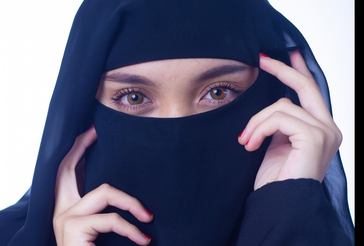 Women in Niqab - student project