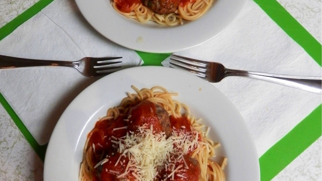 Dinner for two. Just right meatballs and pasta. - student project