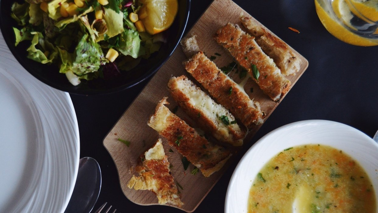 Grilled cheese sticks with thime and origano, served with a lovely season salad and homemade yoghurt dressing - student project