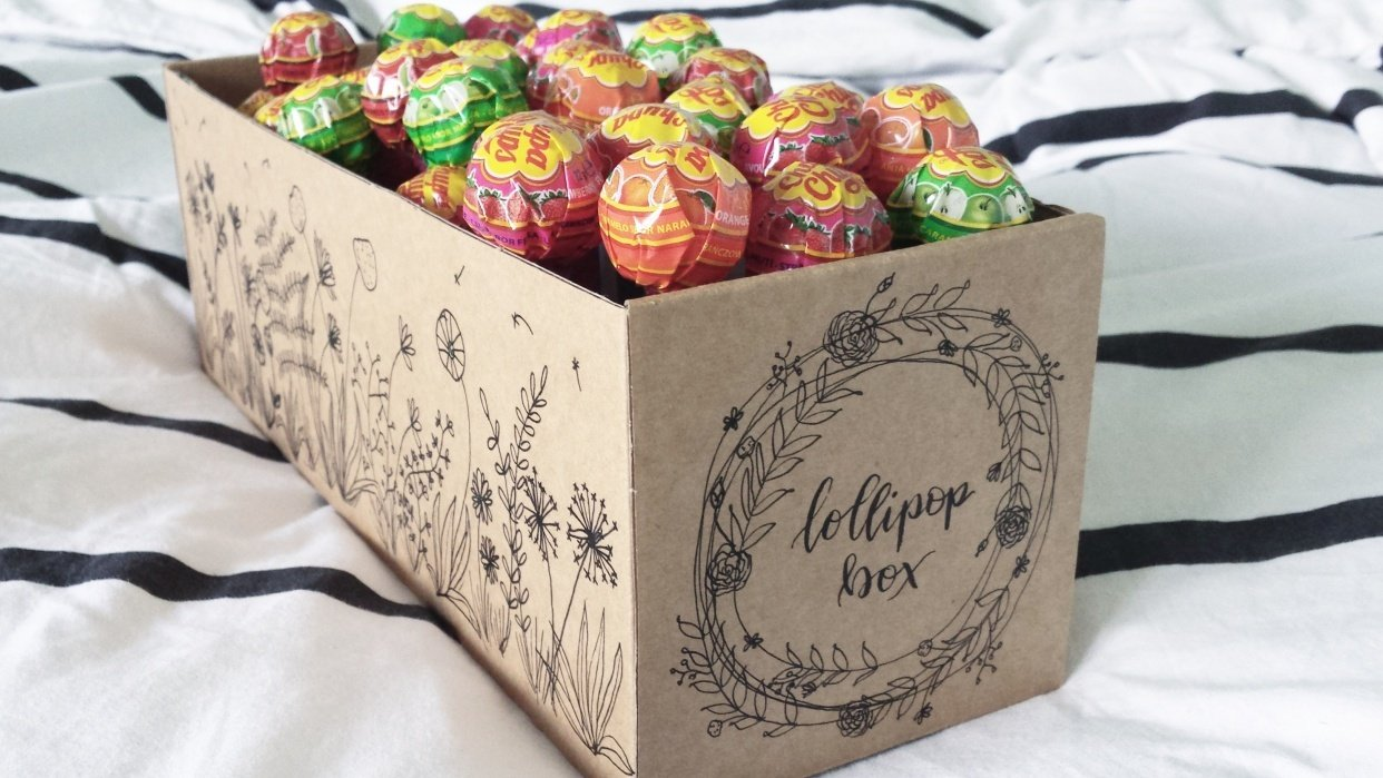 Lollipop box with botanical line drawings - student project