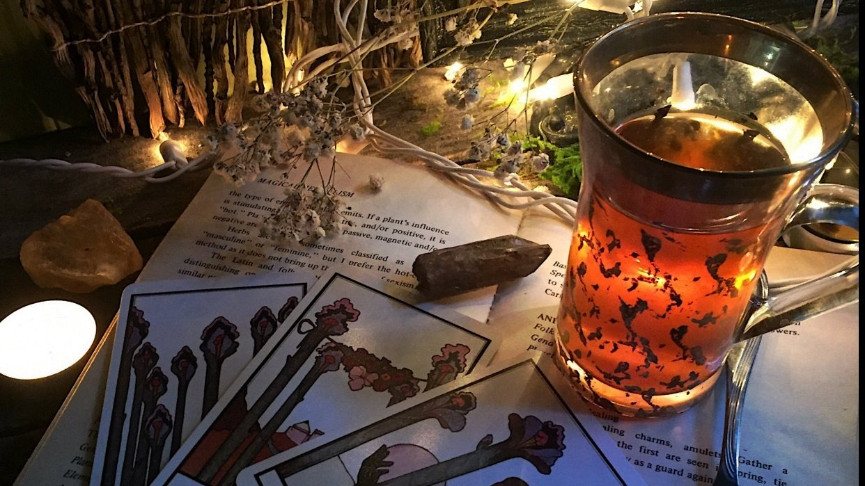 A Cup of tea and tarot - student project