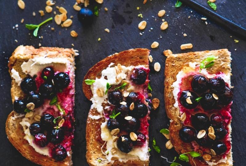 Roasted blueberry with honey & ricotta