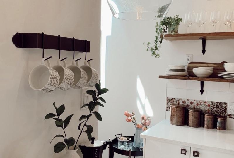 Sunny Modern Farmhouse Kitchen
