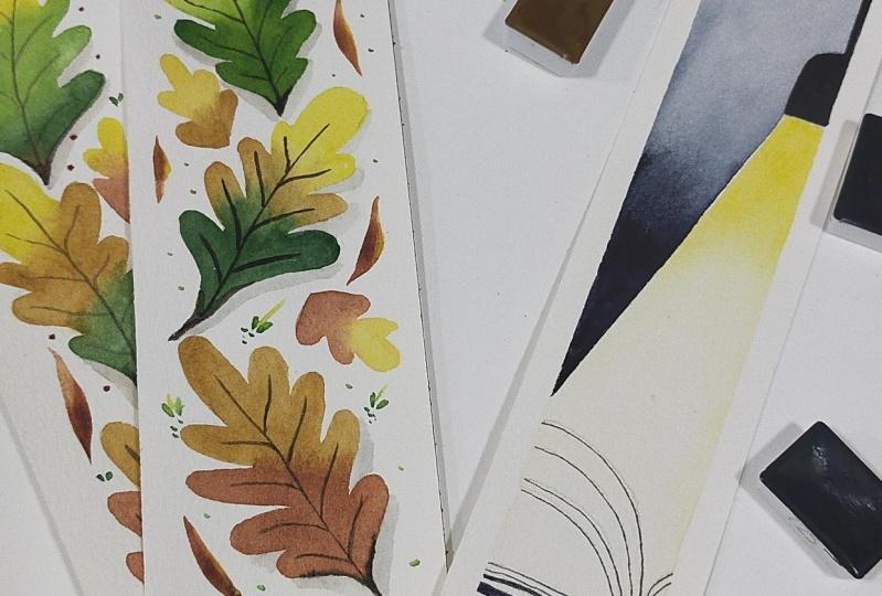 Marcapáginas de hojas y libro con lámpara
