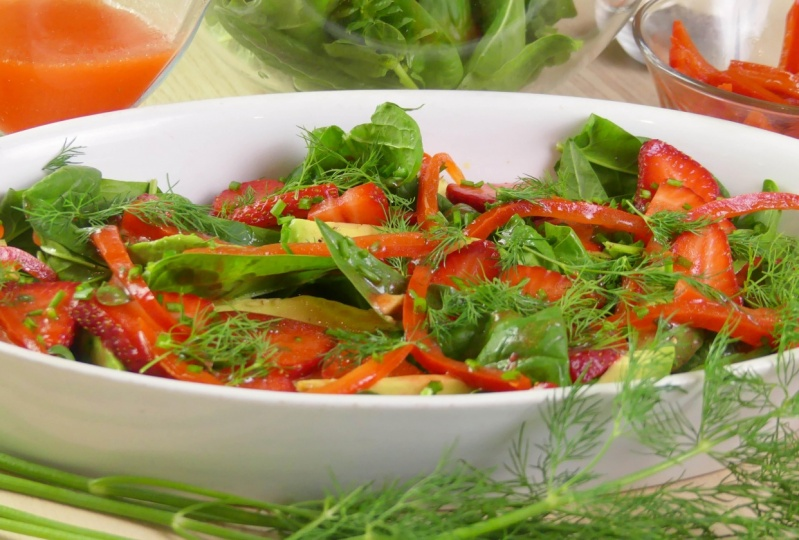 Strawberry and Avocado Salad with Baby Spinach and Dill