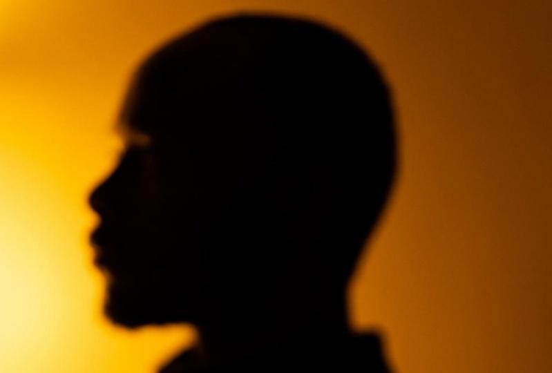 Low-budget lighting self-portraits