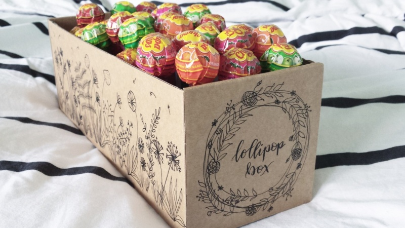 Lollipop box with botanical line drawings